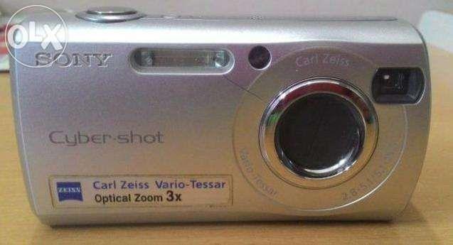 Цифров фотоапарат SONY Cybershot DSC-S40
