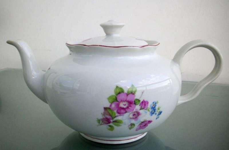 Чайник български порцелан Изида Елин Пелин