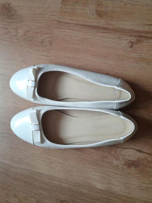 Pantofi albi noi