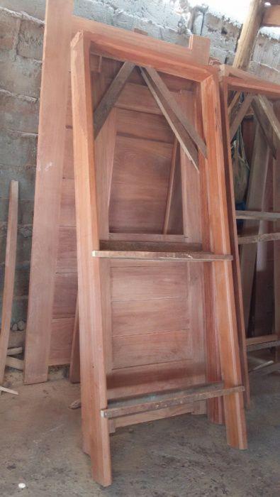 Profissionais carpinteiros, portas, aros, cozinhas americanas e muito