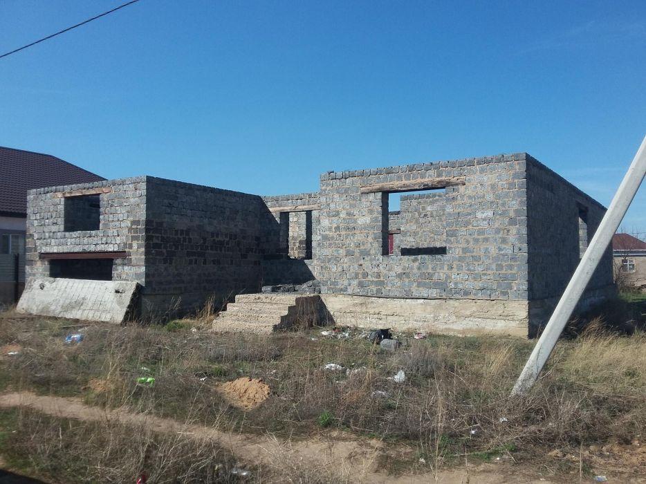 Участок с недостроенным домом в Косщи.