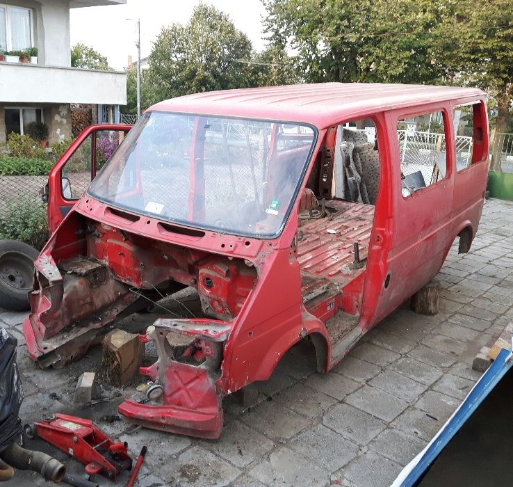 Продавам форд транзит 2.5 дизел