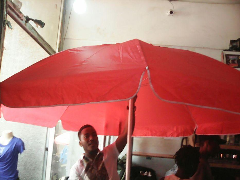 Grandes guardas sol e chuva, para social e comercial novas