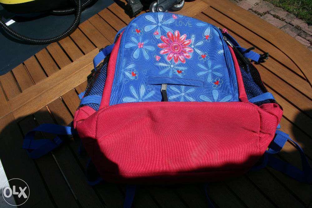 Vand geanta tip rucsac pentru scoala