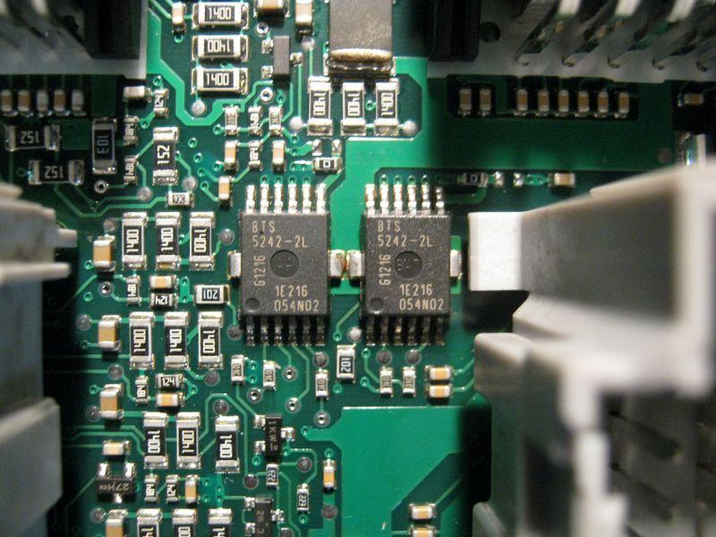 Микросхема BTS5242 (поворотники, блок комфорта Приора)