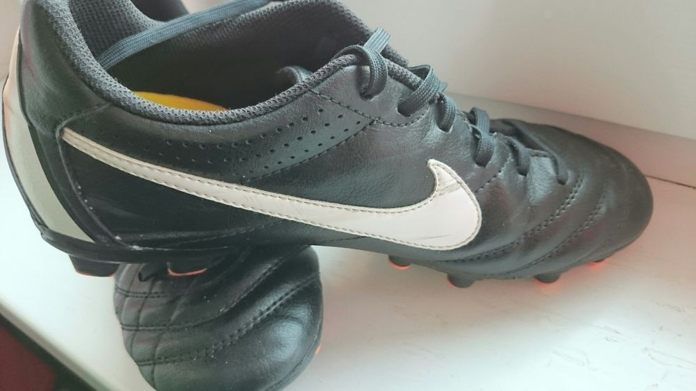 Ghete de fotbal Nike Tiempo marimea 37