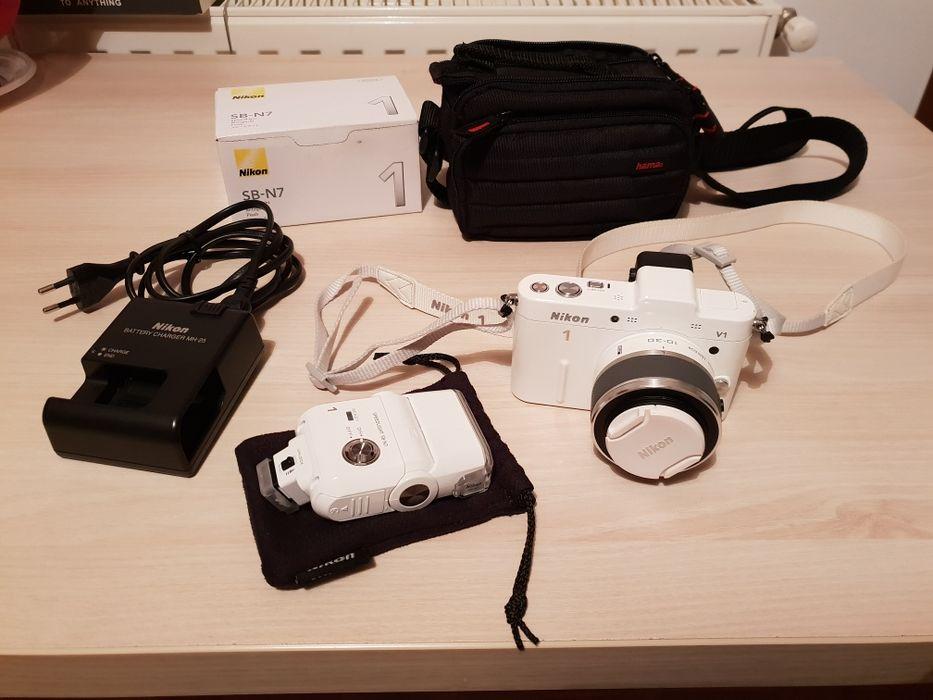 Nikon 1 V1 + obiectiv Nikkor 1 10-30 mm + blitz Nikon SB-N7