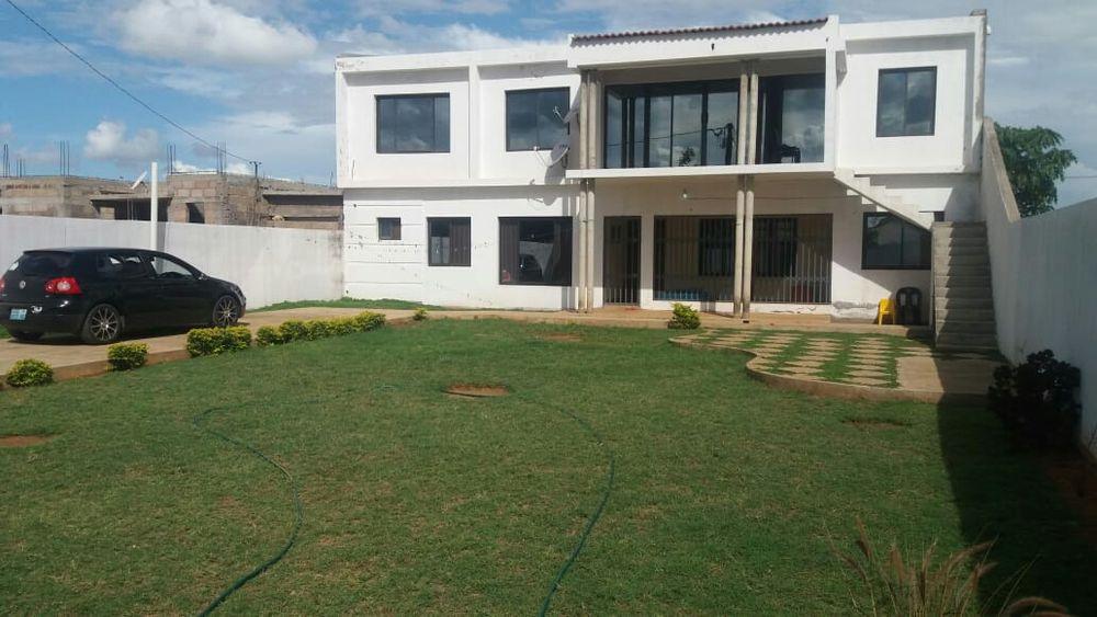 Vende-se Duplex t4 Na Matola Tchumene