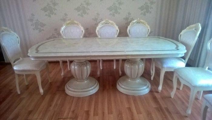 Стол гостиный итальянского производства