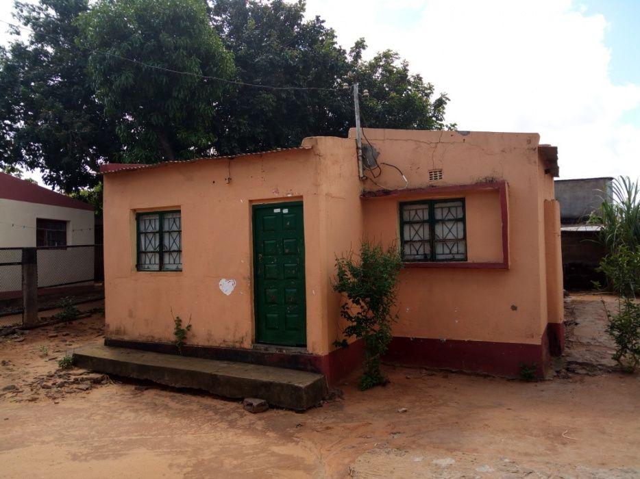 Casa tipo 3 a venda (Bairro 7)
