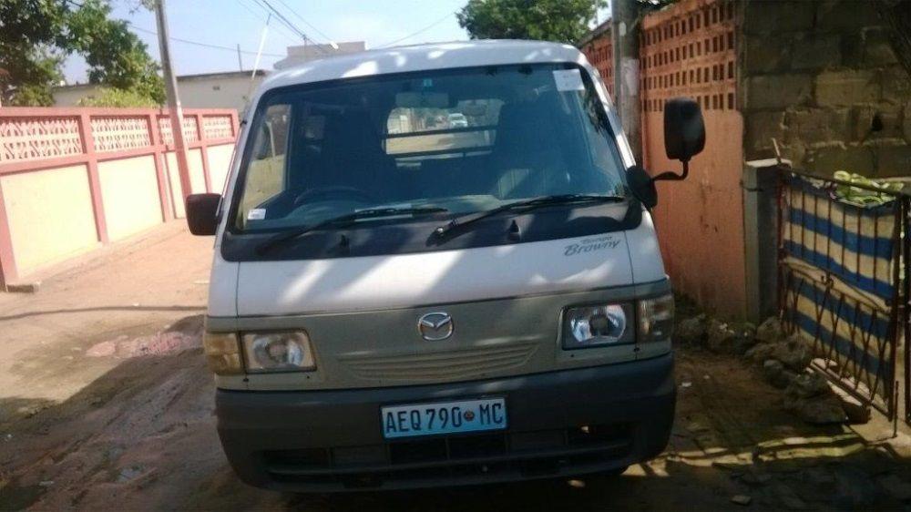 Mazda Bongo (em peças)