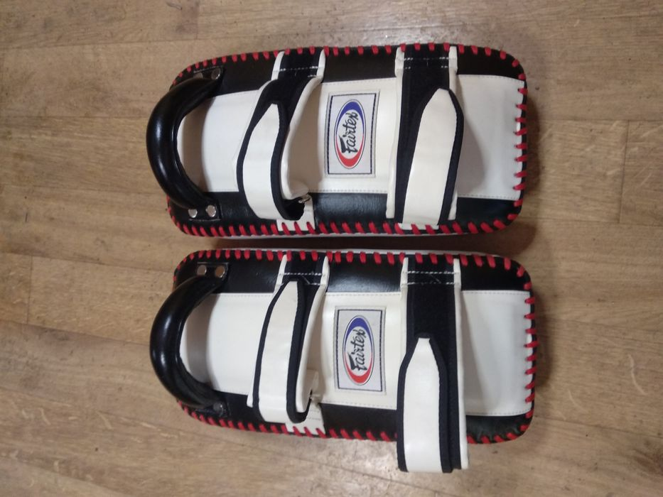 Лапы для тайского бокса сделано в тайланде оригинал FAIRTEX