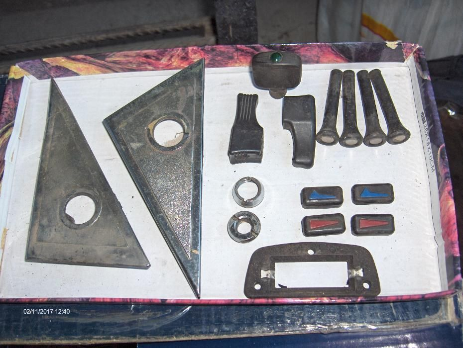 Мерцедес W115 - продавам дребни части от салона 3