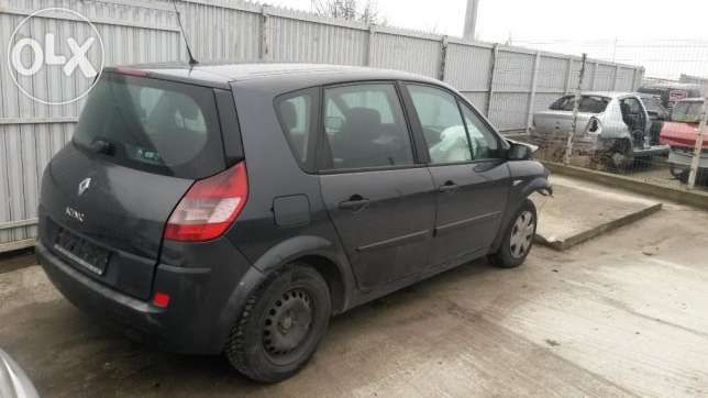 Dezmembrez Renault Scenic 2004