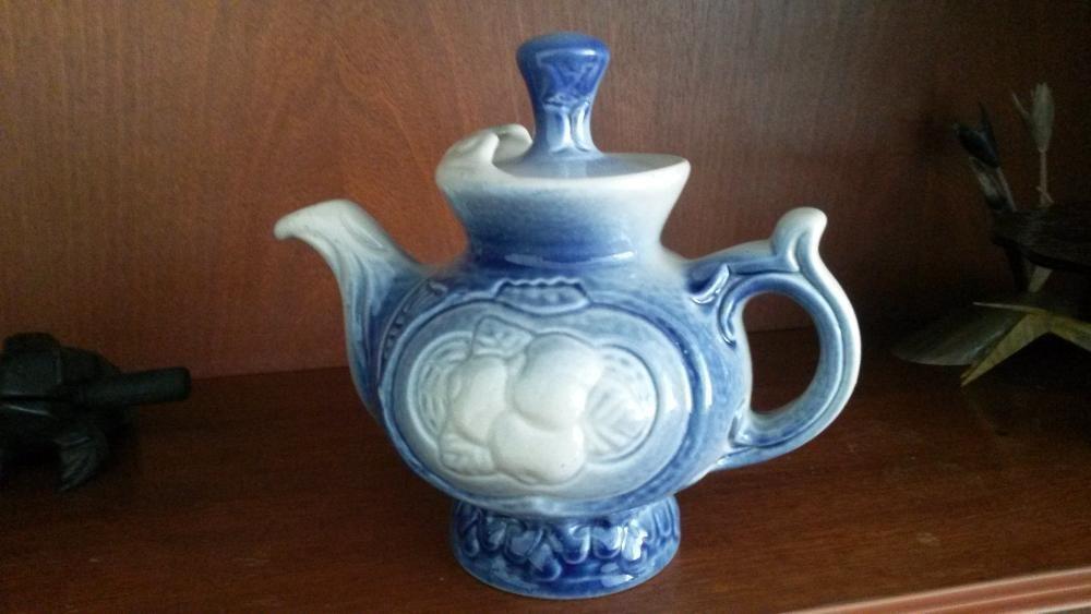 чайники и молочник керамические из СССР