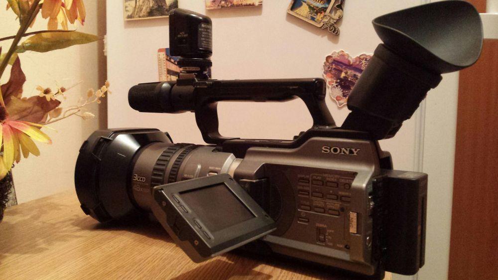 Vand Sony VX 2100 E. Impecabila