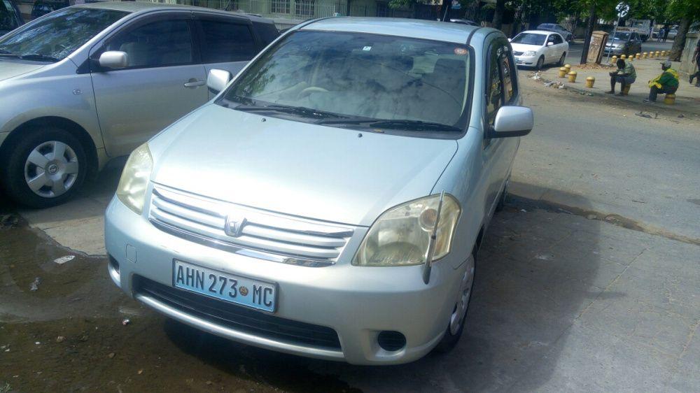 Toyota raum recém importado