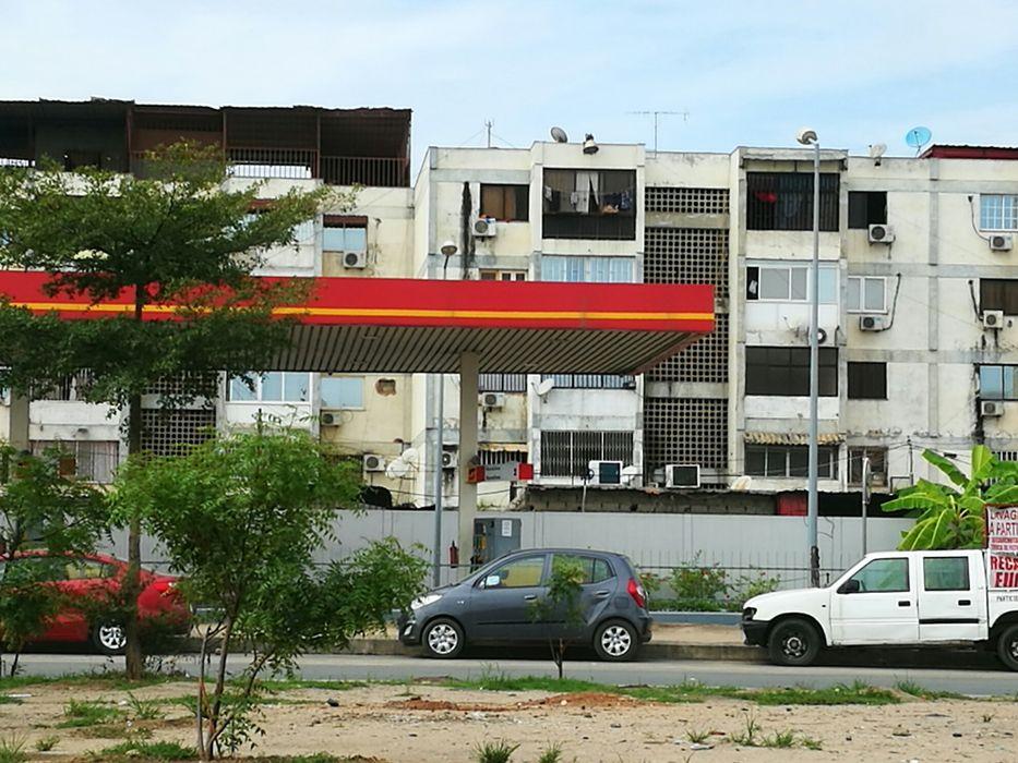 Vende-se apartamento T2 prédio dos cubanos Av.Brasil
