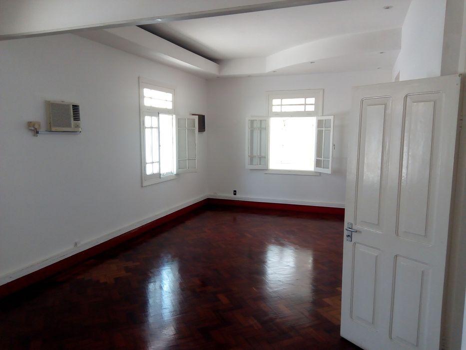 arrendo a vivenda muito espaçosa na Polana av patrice Lumumba