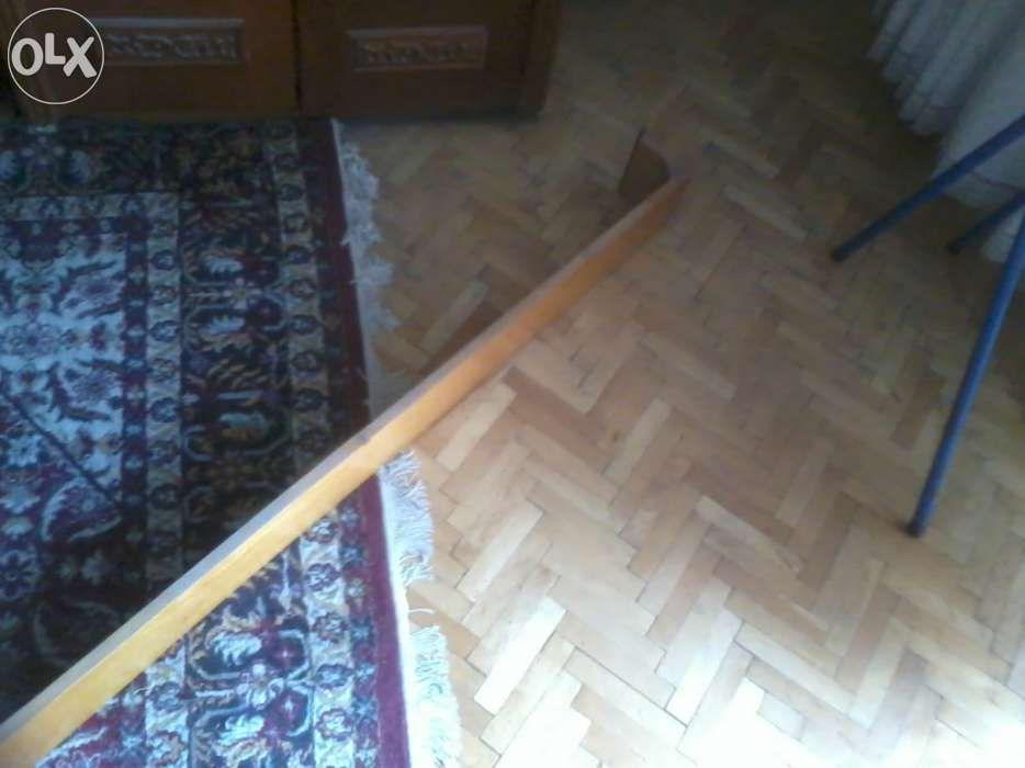 Galerie din lemn lacuit pentru perdea