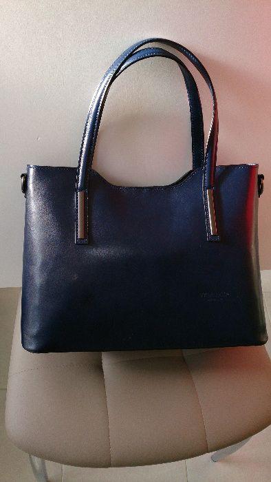 Тъмно синя дамска чанта от естествена кожа