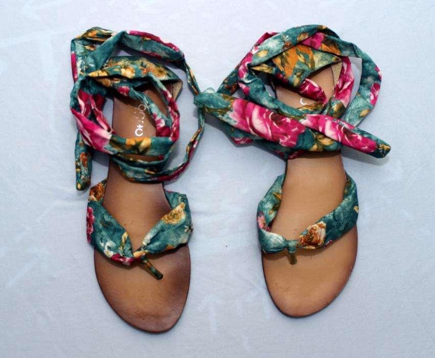 Sandale de vara model floral dama . Marime 38. Comode.