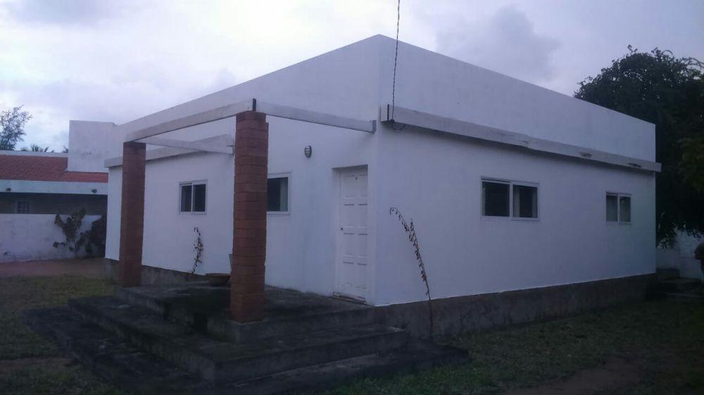 Vende-se está casa a 600 metros da praia do Bilene quintal 50/50