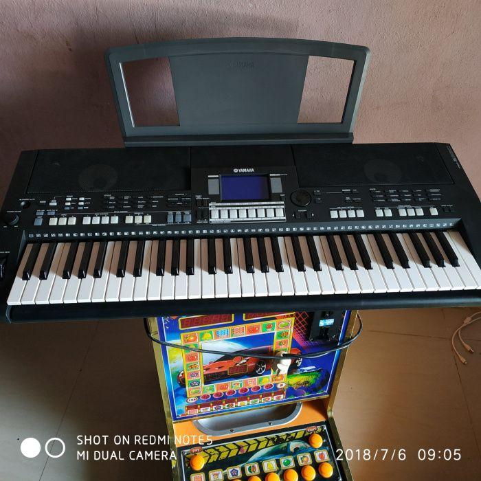 Piano yamaha psr S 650B