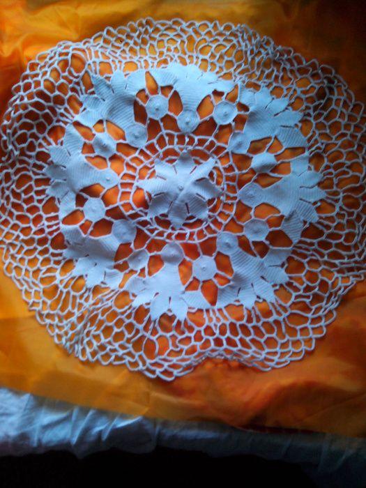 Покривка за маса плетена на една кука - диаметър 65 см.