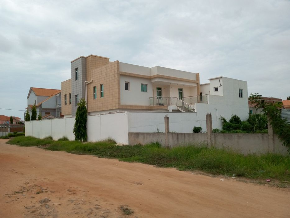 Arrendamos Vivenda T9 Zona Verde 3 Via Expressa Próximo Banco Sol Benfica - imagem 1