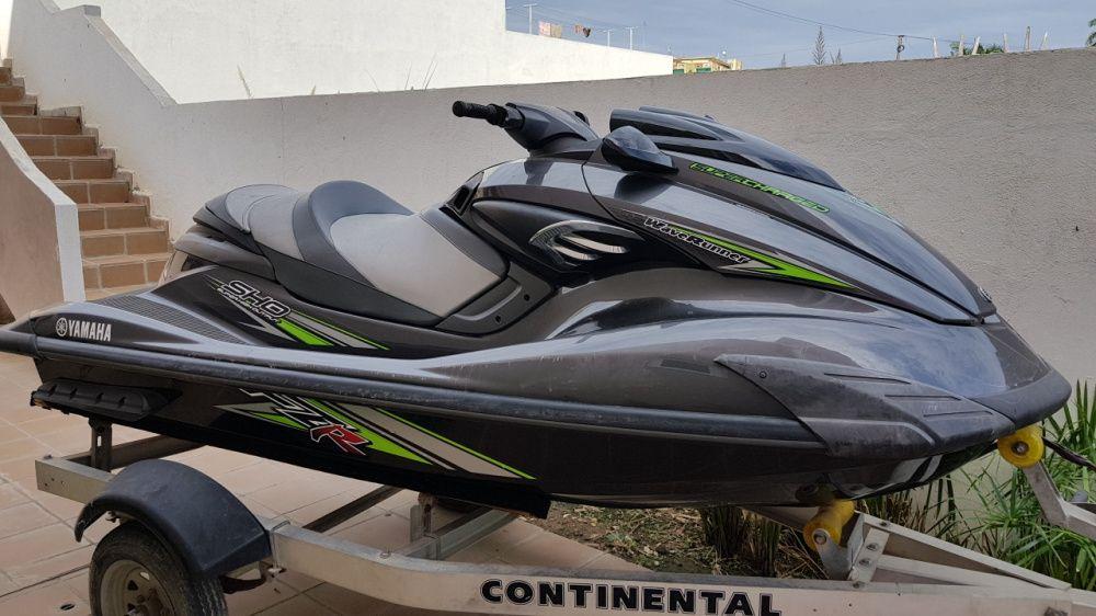 Yamaha FZR1800 c Flyboard
