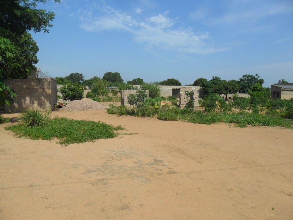Vende-se propriedade 33x50m na matola rio atrás do complexo aliança