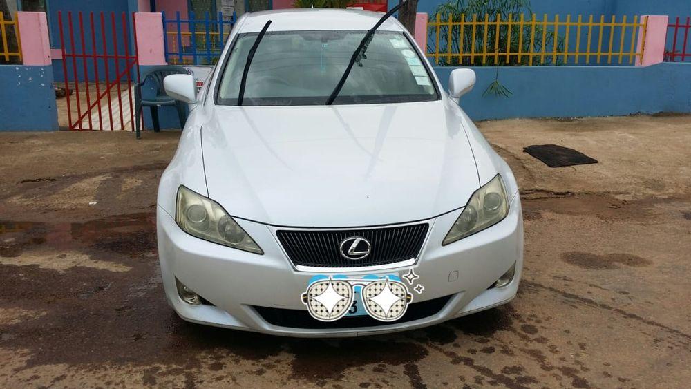 Lexus IS 250 Cilindrada 2.5 Motor v6