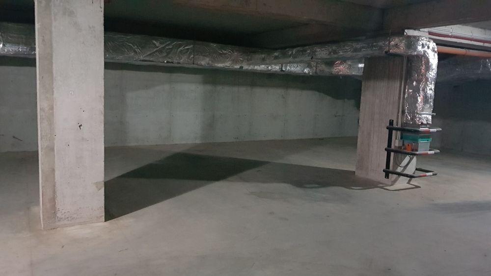 Loc de parcare in garaj