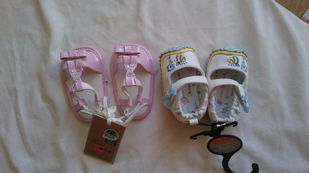 Нови бебешки обувки