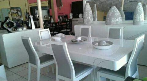 Mesa de jantar nova a venda