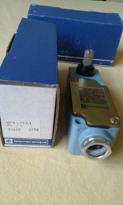 Краен изключвател Телемеханик Telemechanique XC2-JC
