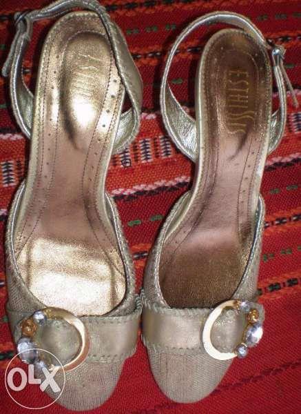 Подарък костюм и нови обувки към Два чифта официални обувки
