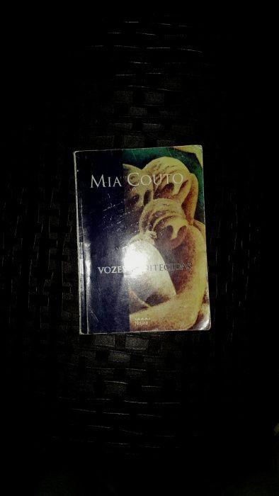 Livro: Vozes Anoitecidas por Mia Couto