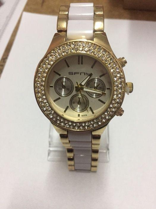 Vând ceas SFNY de dama auriu cu pietre