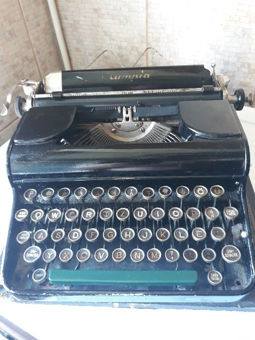 Masina de scris veche marca Olympia 2