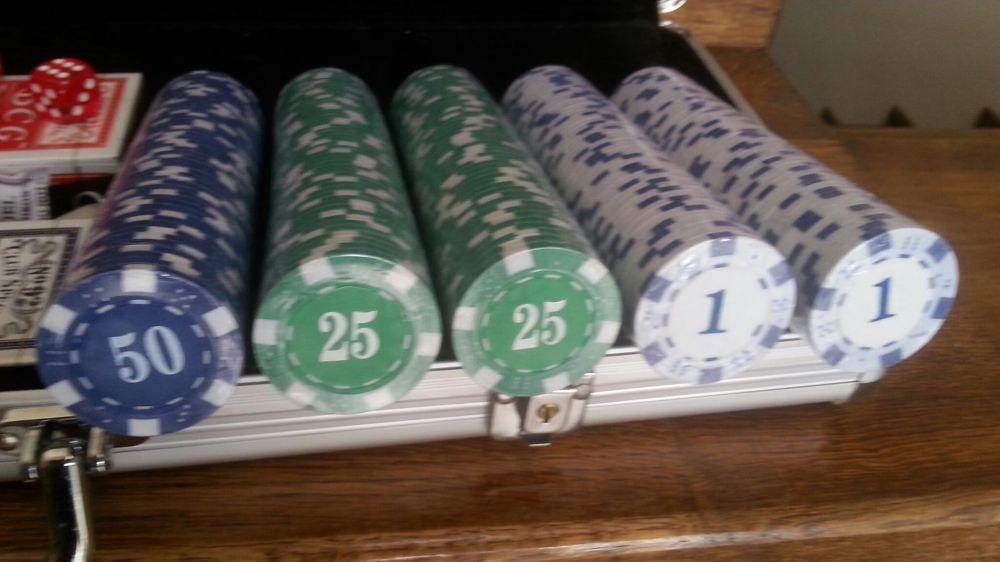Set poker cu jetoane imprimate. 500 buc. 11g. Cutie Al. Nou!