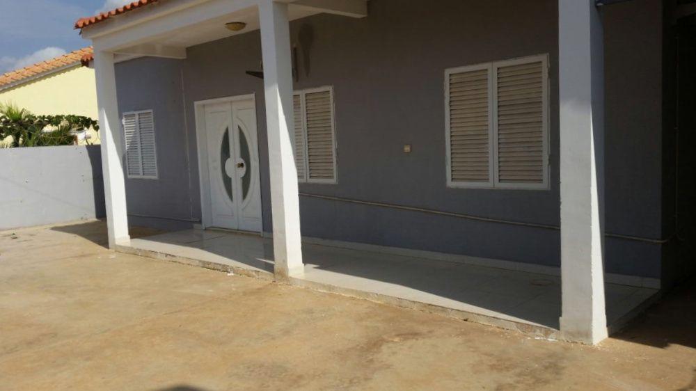 À venda (Angola–Luanda): Casa T3 à venda no Benfica (Bairro Patriota).