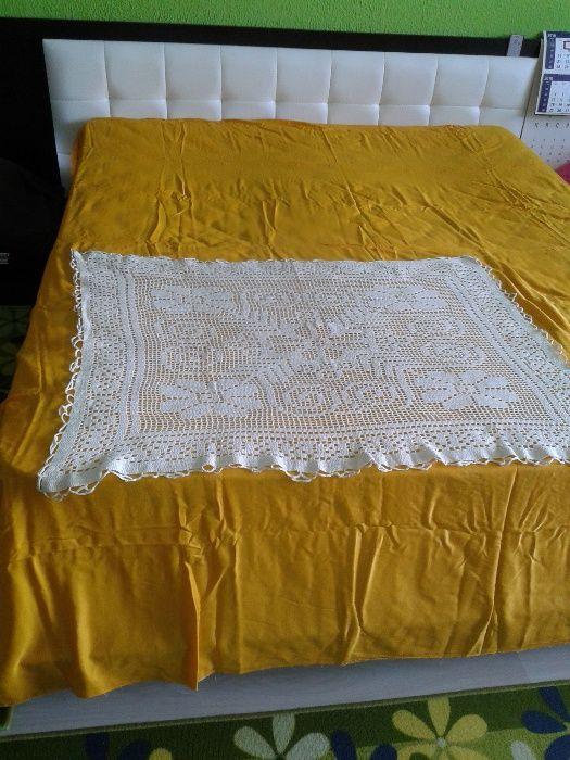 Плетена покривка за маса или легло и Вълнено одеяло, одеало, покривало