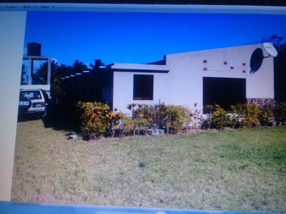 Vende-se casa T4 no Bilene com uma área de 3 Hectares