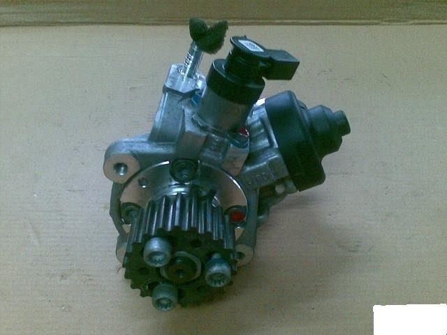 Топливный насос 2.0 TDI Bosch . фольксваген амарок,крафтер,т5,т6, ауди
