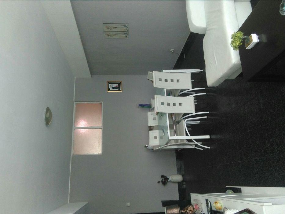 Aluga-se este apartamento t2 prédio limpo frente Ende 3andar
