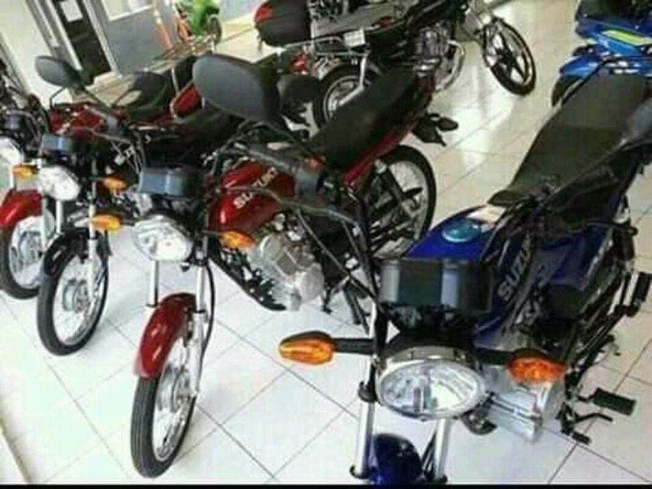 Vende-se moto Suzuki.