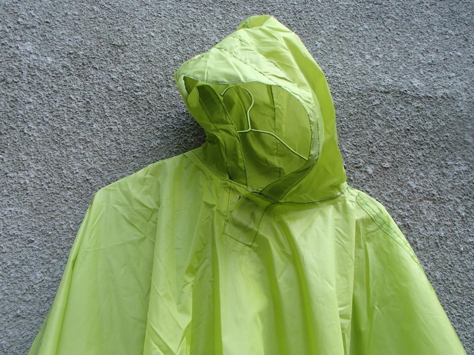 Продавам много лек шушляков дъждобран пончо с лепени шевове и лепенки