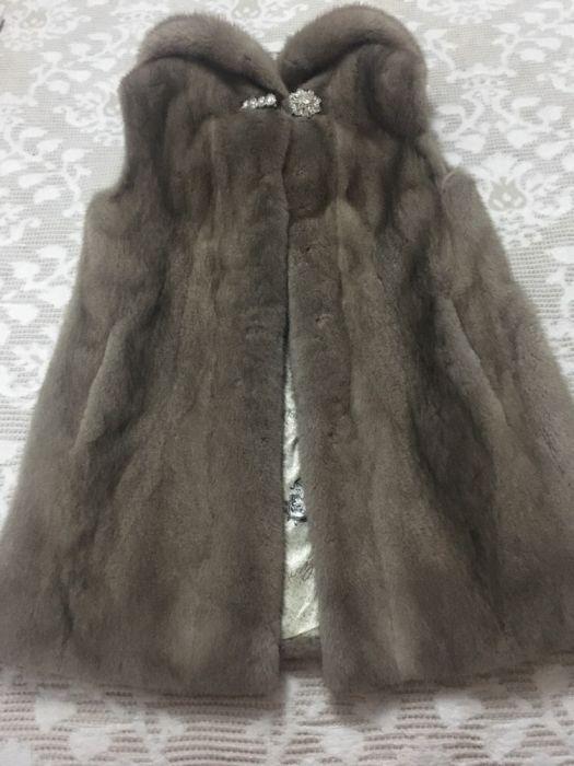 Vesta blana naturala de vizon de Danemarca